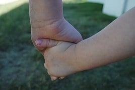 hands-634363__180.jpg